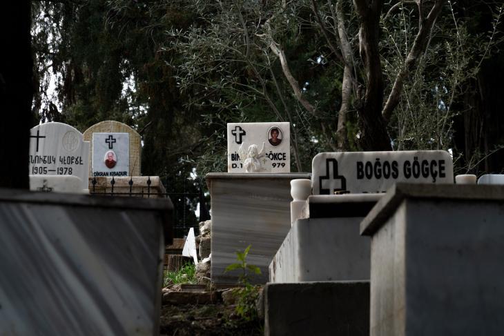 Friedhof in Vakifli Köy; Foto: Jochen Menzel/transfers-film