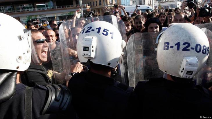 Während der Gezi-Proteste geht die Polizei gegen Demonstranten vor; Foto: Reuters