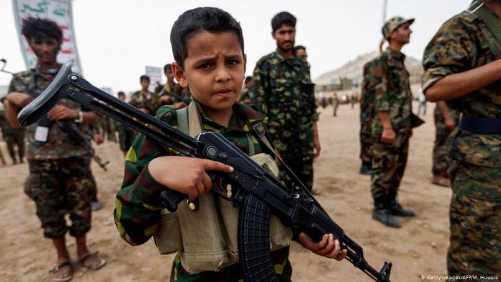 Minderjährige an der Waffe: Der Einsatz von Kindersoldaten ist im Jemen weit verbreitet. (Foto: Getty Images/AFP/M. Huwais)