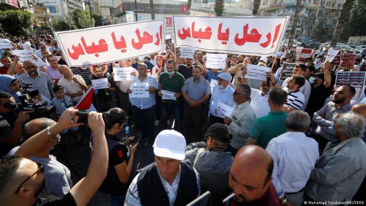 Tausende Palästinenser protestieren am 2.7.2021 gegen Präsident Abbas und die Palästinensische Autonomiebehörde. (Foto: Mohamad Torokman/REUTERS)