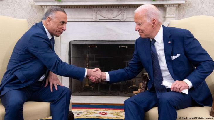 US-Präsident Joe Biden (r.) und Iraks Premierminister Mustafa al-Kadhimi haben sich auf ein Ende des Kampfeinsatzes der USA im Irak verständigt. (Foto: Saul Loeb/AFP/Getty Images)