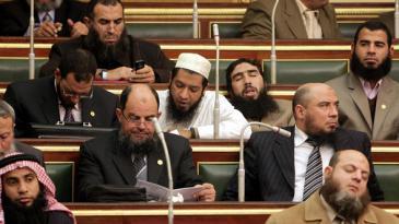 Abgeordnete der salafistischen Al-Nour-Partei während einer Parlamentssitzung in Kairo am 23. januar 2012; Foto: AFP/Getty Images