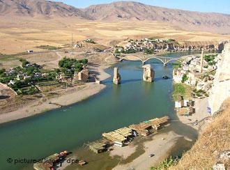 Durch den am Tigris geplanten Ilisu-Staudamm soll in Südostanatolien ein mehr als 300 Quadratkilometer großer Stausee entstehen; Foto: dpa/picture-alliance