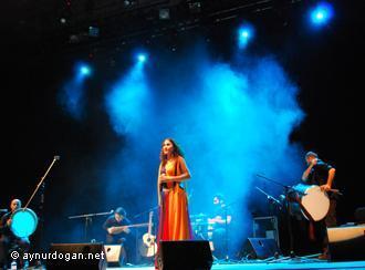 Konzertauftritt der kurdischen Sängerin Aynur Doğan; Foto: aynurdogan.net