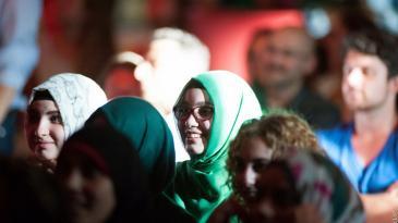 Publikum während einer i,Slam-Veranstaltung in Berlin; Foto: Arne List/DW