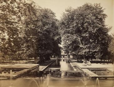 The Shalimar gardens in Srinagar, Kashmir from the Mughal period in a historic photograph (photo: Andrew Dunne/Wikipedia/free copyright)