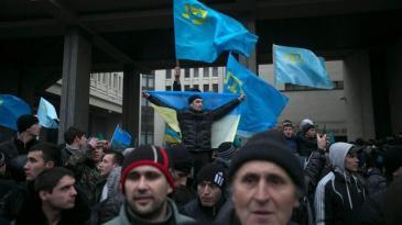 Krimtataren demonstrieren am 26.2.2014 für ihre Rechte vor dem Parlament in Simferopol; Foto: Reuters