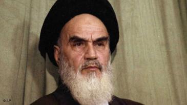 Ayatollah Khomeini während einer Pressekonferenz in Teheran am 1. Februar 1979; Foto: AP