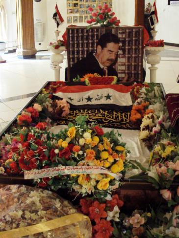 Saddam Husseins Grabmahl in al-Audscha, bei Tikrit, Foto: Birgit Svensson