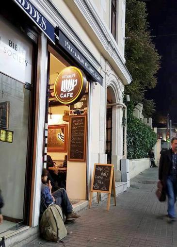 Die Deutsch-Türkische Buchhandlung in Istanbul; Quelle: Kitabevi Café