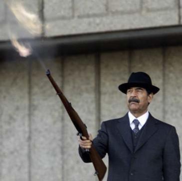 Iraks Ex-Diktator Saddam Hussein während einer Militärparade nach dem Golfkrieg 1991 in Bagdad; Foto: Reuters