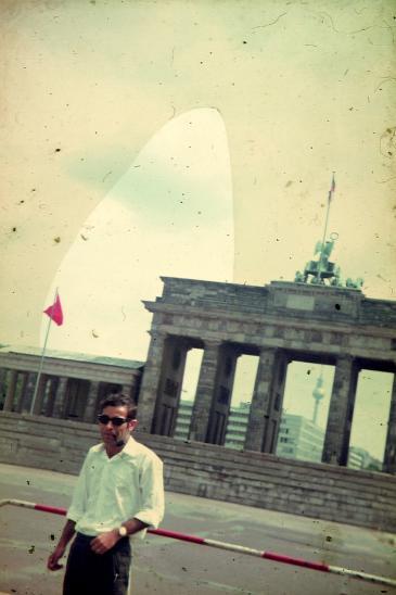 Vater Diab Abed vor dem Brandenburger Tor in Berlin 1967; Foto: privat