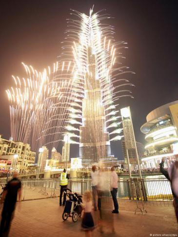 Dubai Burj Khalifa mit Lichtshow, Foto: dpa/picture-alliance