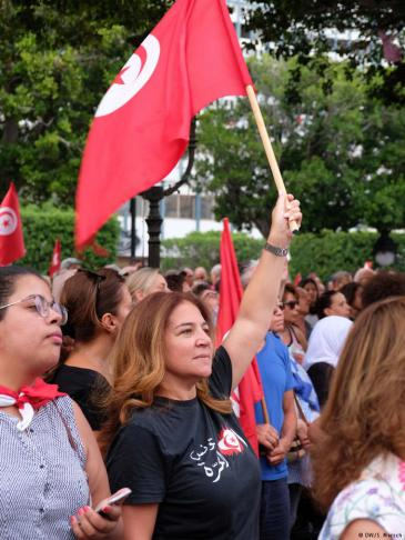 Am tunesischen Frauentag (13.08.) forderten die Demonstranten mehr Gleichberechtigung; Foto: Sarah Mersch/DW