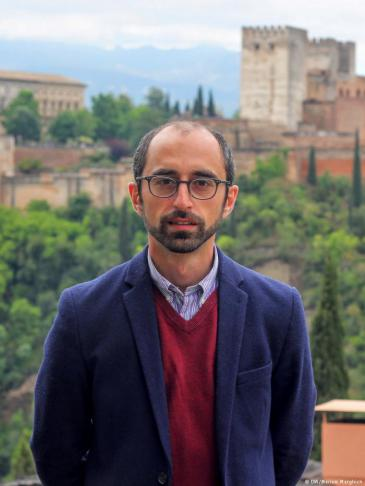 Eren Güvercin, Vorstandsmitglied der Alhambra-Gesellschaft; Foto: DW/Meriem Marghich