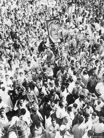 Anhänger des früheren ägyptischen Präsidenten Gamal Abdel Nasser in den Straßen Kairos im Jahr 1967; Foto: public domain