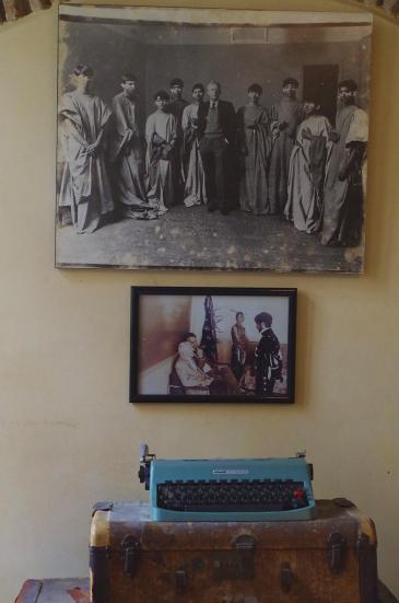 Schreibmaschine und Fotografien von Paul Bowles im American Legation Museum in Tanger; Foto: Claudia Mende