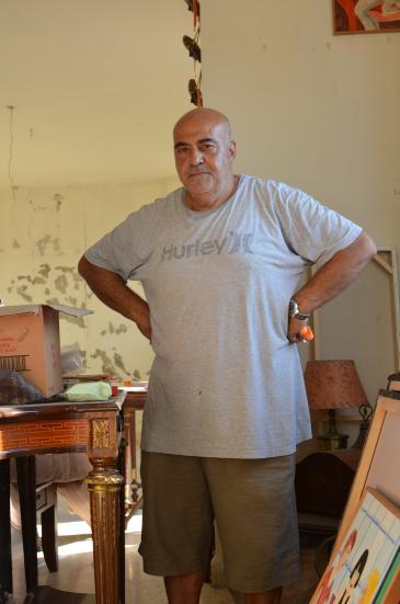 Wut und Fassungslosigkeit: Mounir al-Khodr in seiner von der Explosion beschädigten Wohnung in Beirut; Foto: Julia Neumann