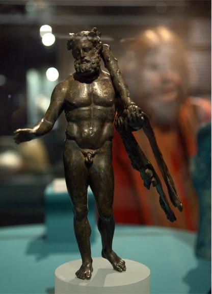 Eine Statuette des Herakles