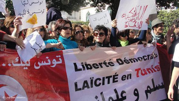 Nach dem politischen Umsturz kommt die Sorge vor islamistischen Kräften: Tunesierinnen demonstrieren für Freiheit und ein laizistisches System nach dem Sturz Ben Alis; Foto: Lina Ben Mhenni