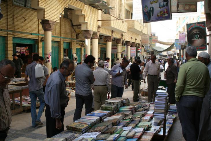 In der prekären Sicherheitslage des neuen Irak explodierte hier am 05. März 2007 eine Autobombe. Bei dem Anschlag gab es 40 Tote, später wurde die Straße restauriert; Foto: Munaf al-Saidy