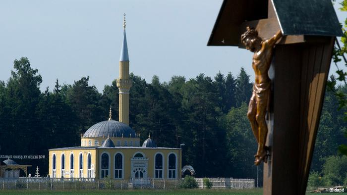 """Religiöse Koexistenz:  """"Kanun-i Sultan Süleyman-Moschee"""" bei Ulm"""