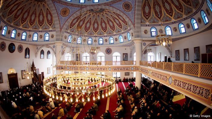 Im osmanischen Stil erbaut: die Merkez-Moschee in Duisburg