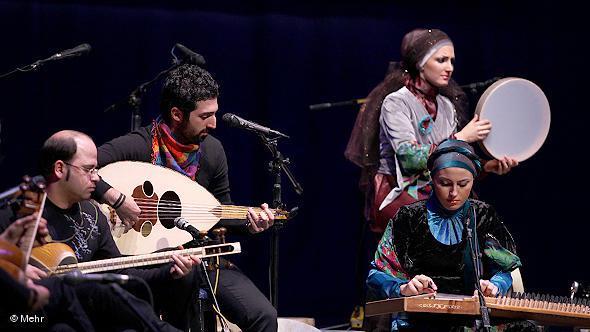 Musikantinnen in einer Gruppe für traditionelle iranische Musik; Foto: DW/Mehr