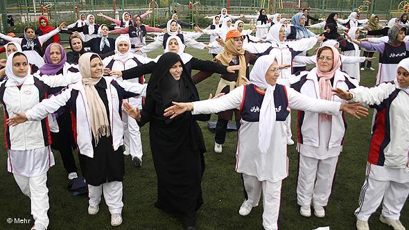 Damen beim Volkssport in einem öffentlichen Park; Foto: DW/Mehr