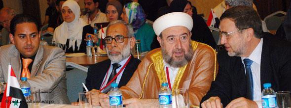 Bei einem Treffen von syrischen Oppositionellen in Istanbul am 16. Juli 2011 wurde über Strategien zum Sturz Präsident Assads beraten. Über die Bildung einer Übergangsregierung gab es keine Einigung; Foto: dpa