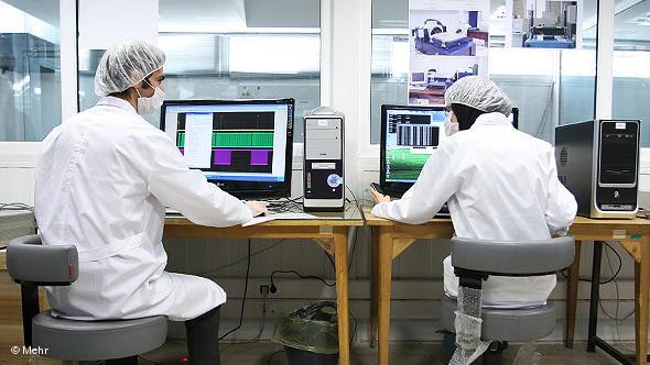 Wissenschaftlerin in einem Forschungszentrum; Foto: DW/Mehr