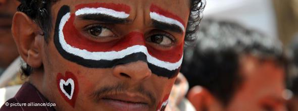"""Am 18. März 2011, dem """"Blutigen Freitag"""", schossen jemenitische Sicherheitskräfte von Dächern aus auf Demonstranten und töteten dabei 52 Menschen; Foto: dpa"""