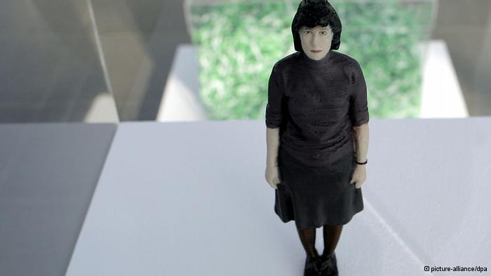Die Künstlerin Ayşe Erkmen