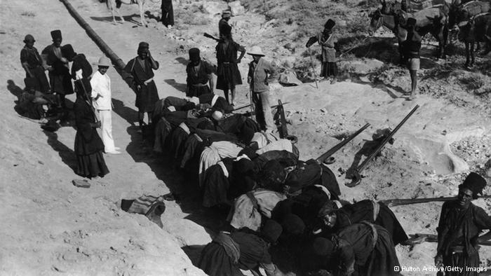Schuften in sengender Sonne; Foto: Hulton Archive/Getty Images
