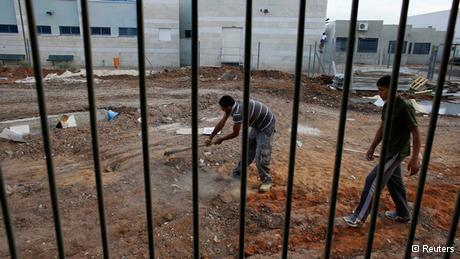 Palästinensische Arbeiter auf einer Baustelle in der Nähe von Tel Aviv; Foto: Reuters