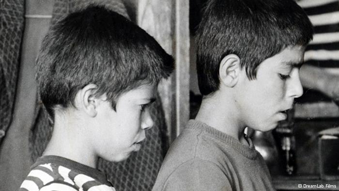 Filmszene aus The Traveller von Abbas Kiarostami