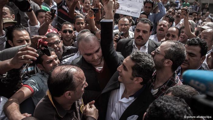 Anhänger Bassem Youssefs in Kairo; Foto: picture-alliance/dpa