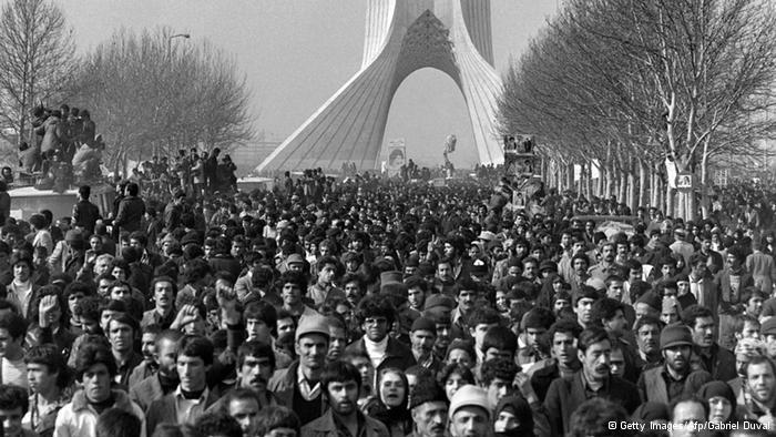Warten auf Khomeinis Ankunft in Teheran; Foto: © Getty Images/Afp/Gabriel Duval