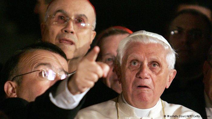 Papst Benedikt in der Hagia Sophia; Foto: AFP/Getty Images