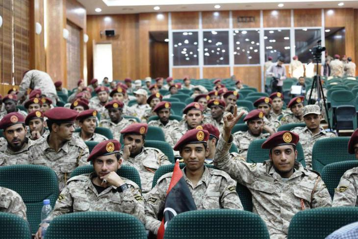 Mitglieder der Sawaiq-Miliz bei einer Einführungszeremonie in die libysche Armee; Foto: Valerie Stocker