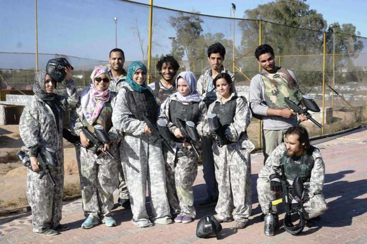 Junge libysche Paintball-Spieler und Paintball-Spielerinnen; Foto: Valerie Stocker