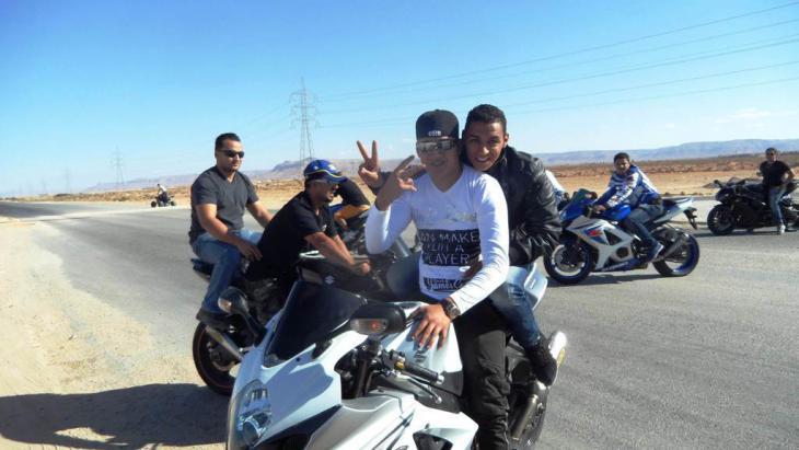 Jugendliche während einer Motorrad-Rallye; Foto: Valerie Stocker