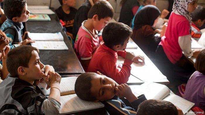 Ein Kind träumt während des Unterrichts; Foto: Amy Leang
