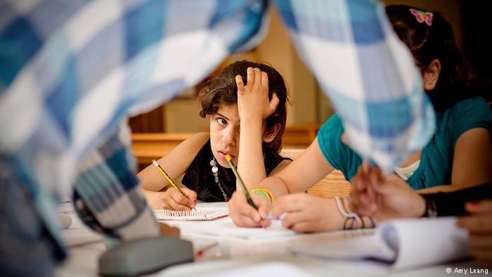 Diana, 11, versucht, im Matheunterricht mitzuhalten; Foto: Amy Leang
