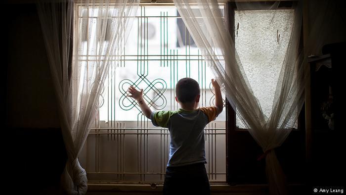 Der 3-jährige Simon in der winzigen beiruter Wohnung ; Foto: Amy Leang