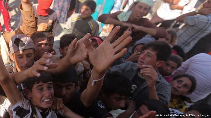Verteilung von Wasserflaschen; Foto: Ahmad Al-Rubaye/AFP/Getty Images