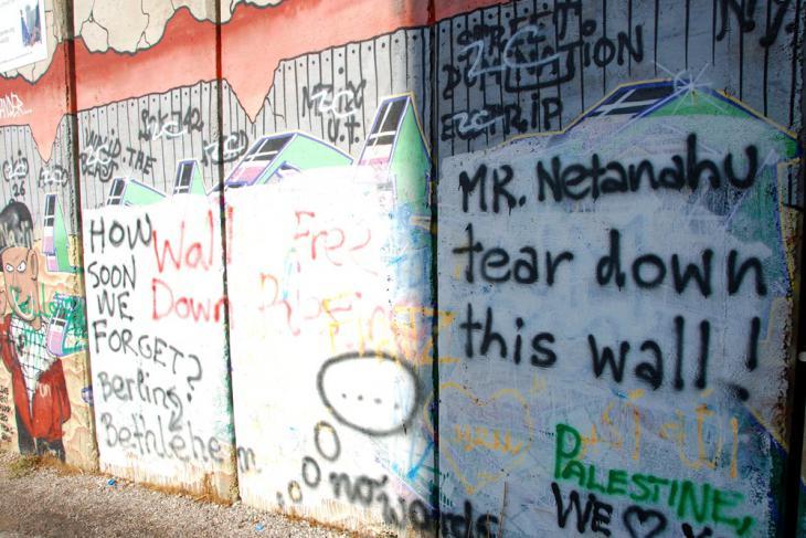 Graffitis an der Mauer bei Bethlehem; Foto: Laura Overmeyer