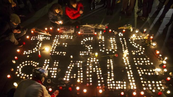 """Trauer um die Toten nach dem Anschlag auf die Redaktion """"Charlie Hebdo"""" in Paris; Foto: dpa"""