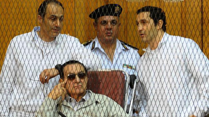 Hosni Mubarak und seine Söhne vor Gericht; Foto: Ahmed El-Malky/AFP/Getty Images