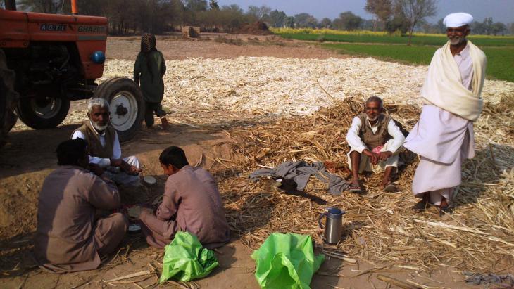 Pause bei der Zuckerherstellung, Bahawalpur, Punjab, Pakistan. Foto: Julis Koch